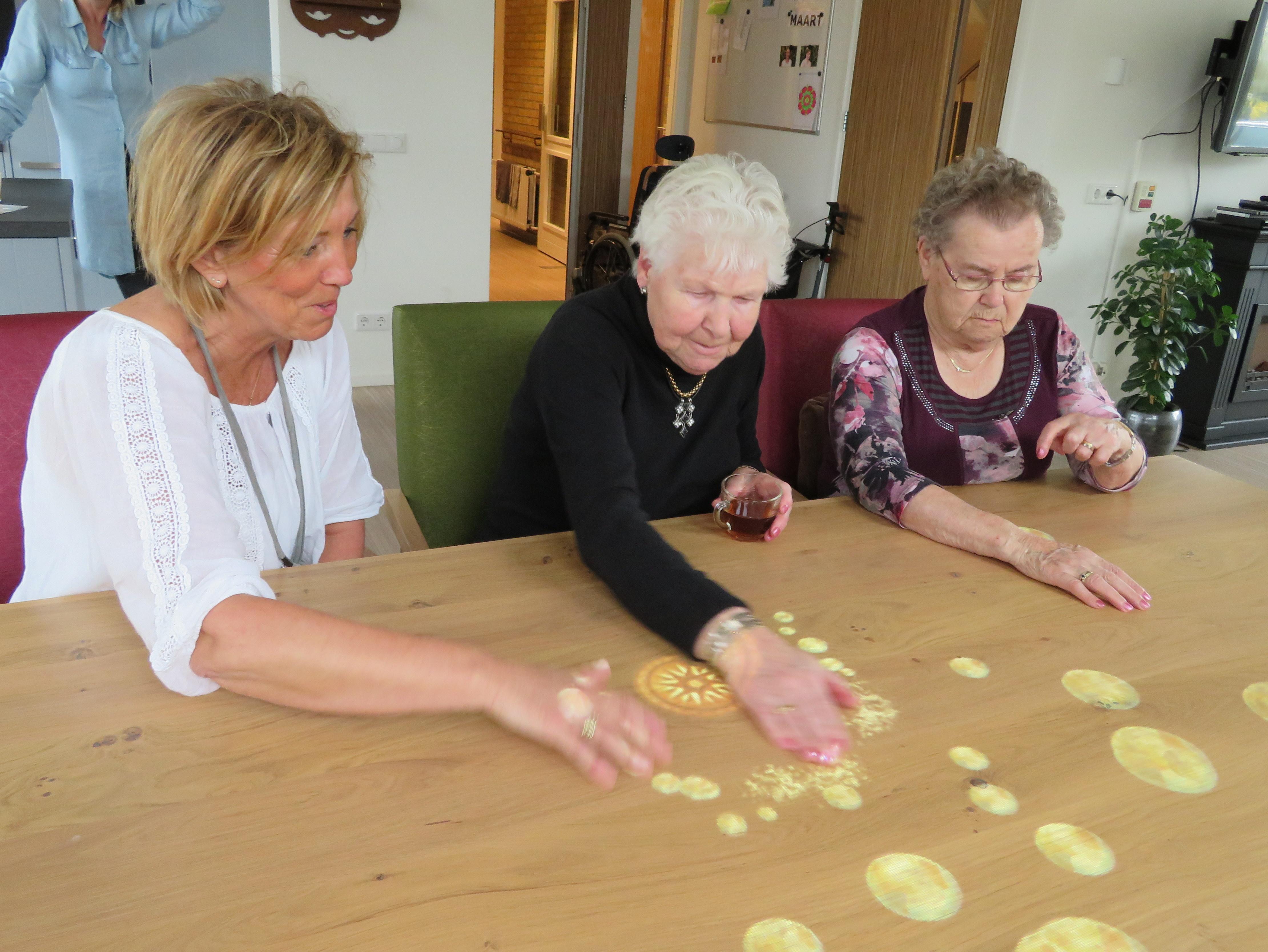 Tovertafel brengt ouderen bij Zorggroep Hof en Hiem in beweging