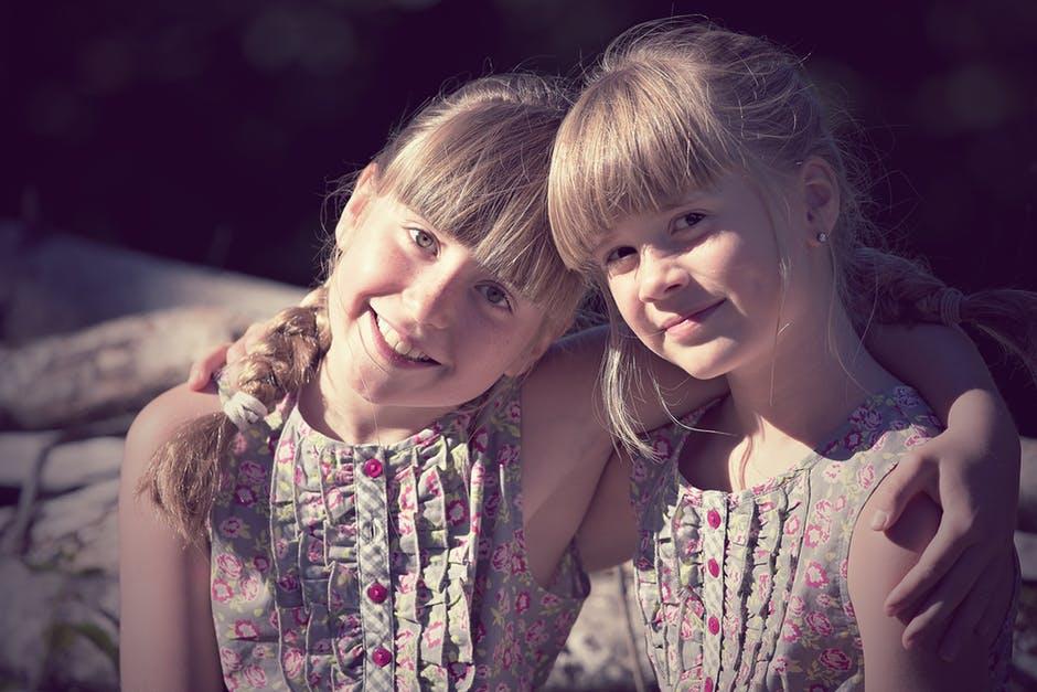 12 juni 1954: artsen scheiden met succes Friese Siamese tweeling