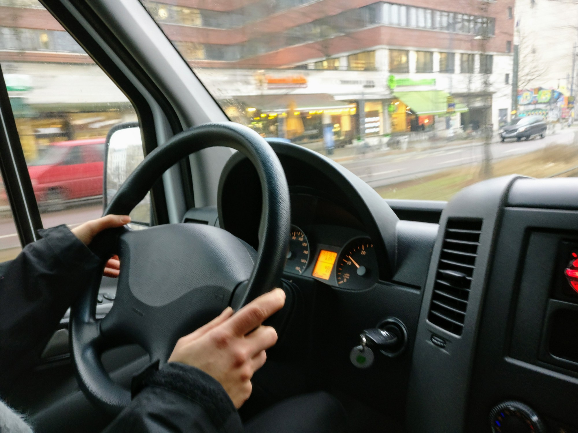 Veilig Verkeer Nederland start verkeerstraining voor Uber-chauffeurs