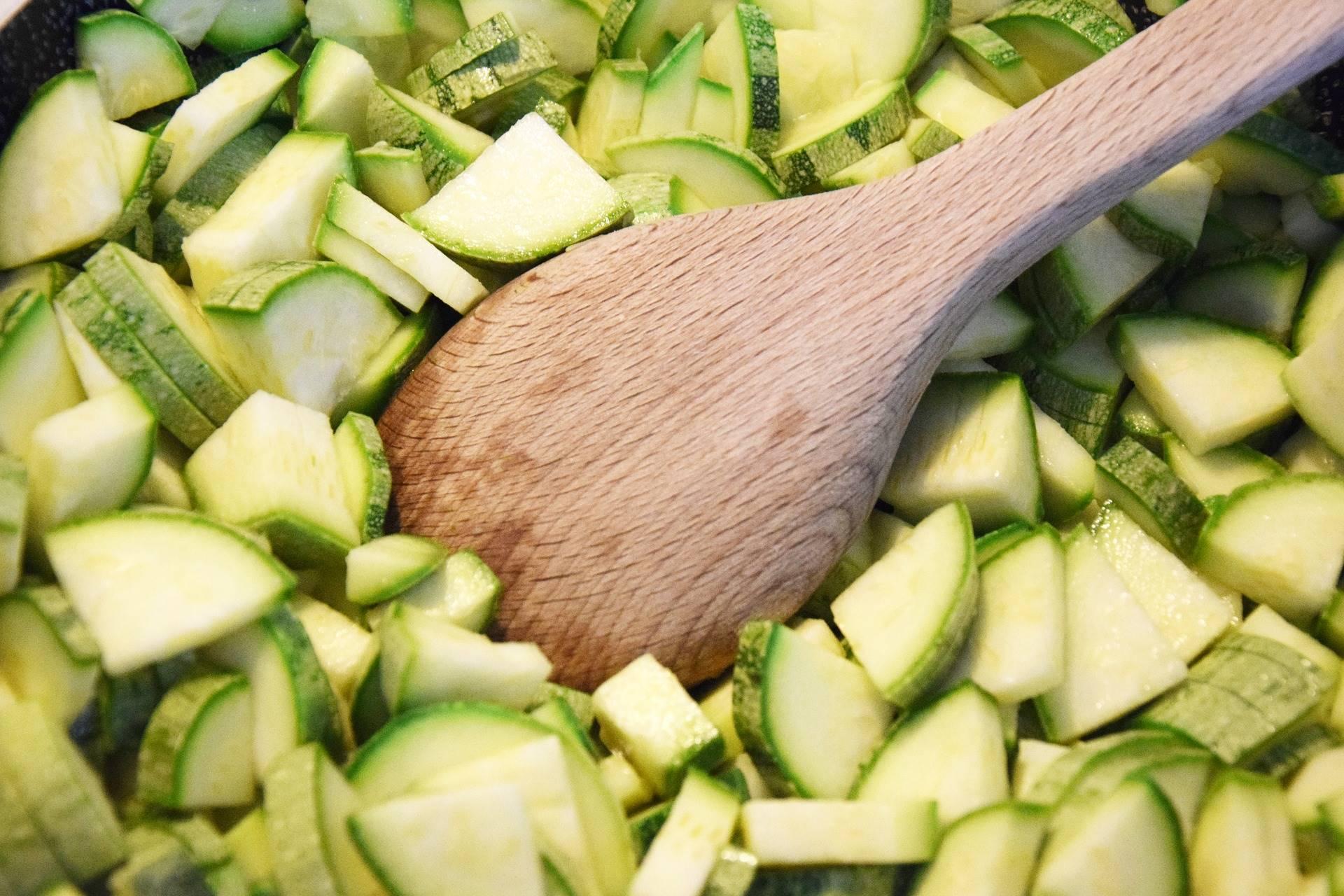 Recept: courgettesoep met pesto